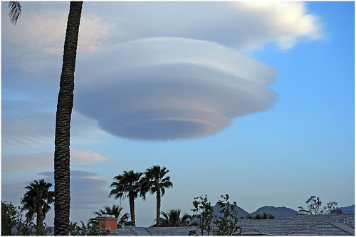Nube lenticular en Palm Springs abril 2008 cardiffjackie's photostream