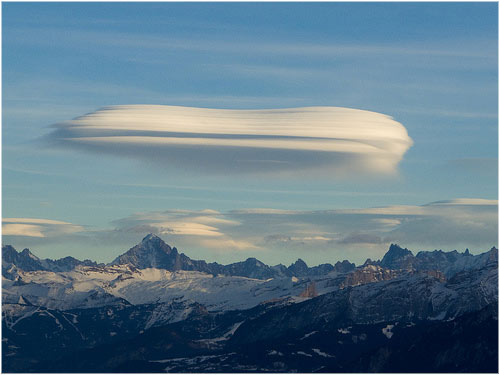 Nube lenticular sobre los Alpes ninjapotato's photostream